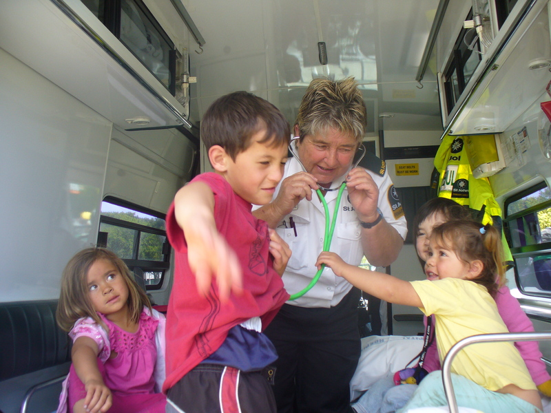 Hineraukura, Grasyn, Anne, Rachel and Mihi in the ambulance