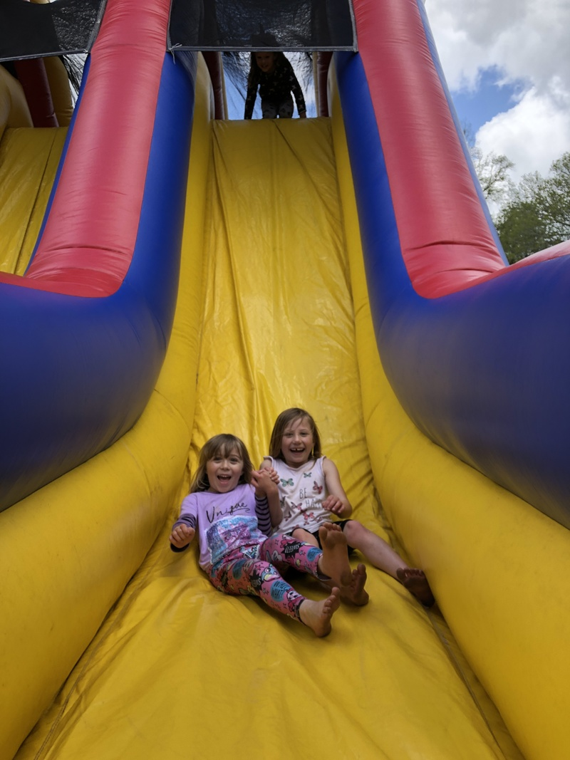 Shea and Zoe F on the obstacle course