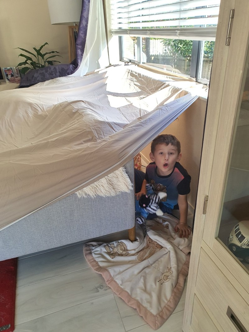 George builds a fort