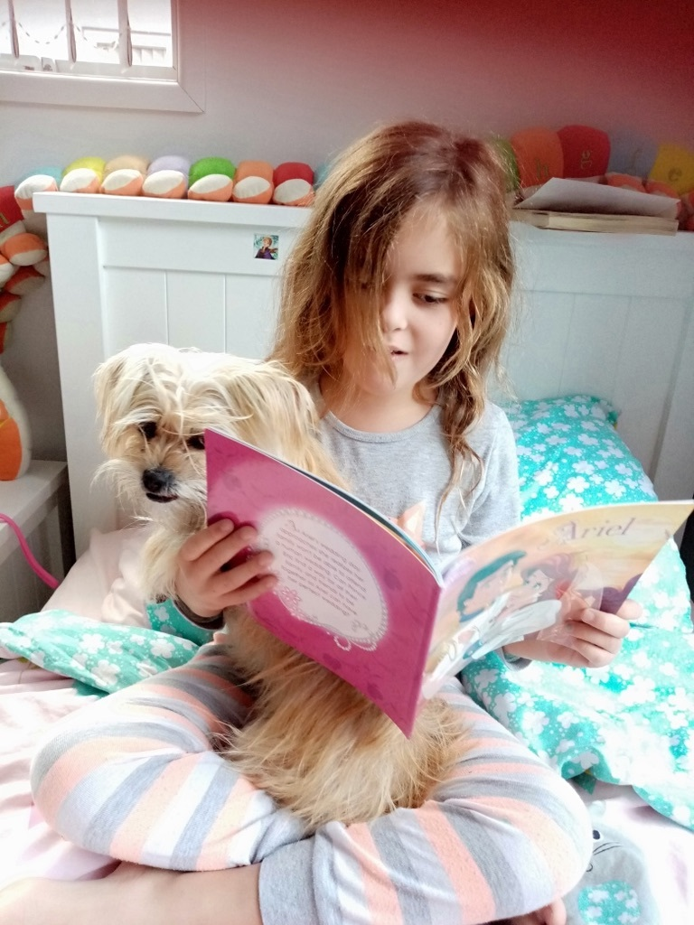 Isla Room 09 reading a story to her dog